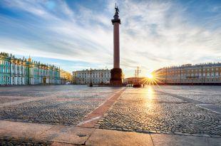 Place des Palais à Saint-Pétersbourg