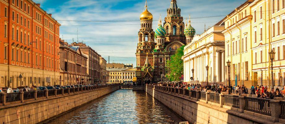 Saint-Pétersbourg - Cathédrale Saint-Sauveur-sur-le-Sang-Versé © Shutterstock