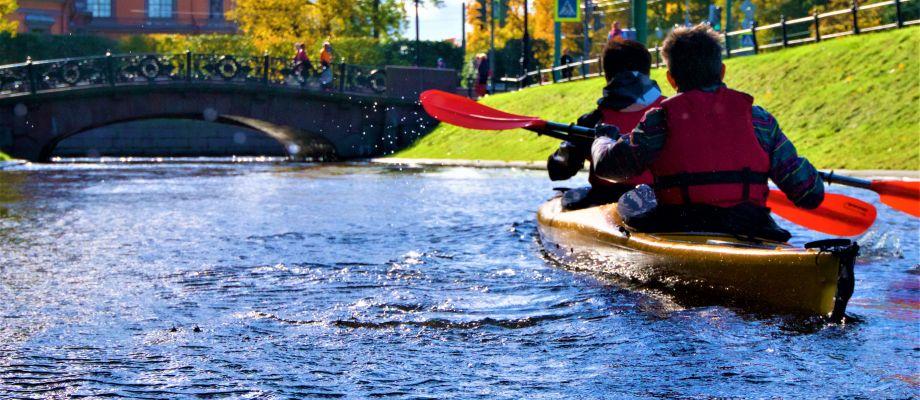 Kayak sur les cannaux - Saint Pétersbourg